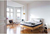 Muun / Muun is een Duits designmerk dat jouw slaapkamer graag in het zonnetje zet. Het merk staat bekend om goed en betaalbaar slaapkamerdesign. Zo haal je met de bedden, matrassen, kussens of dekbedden een knap stukje comfort naar je slaapkamer waardoor je gegarandeerd een goede nachtrust tegemoet gaat.