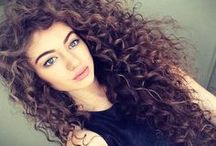 cabello crespo hermoso