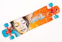 Hermadite Ride&Hang / As part of the Ride&Hang series, this board comes with a 150 by 50 cm canvas with the same graphic specially painted!! So you not only have art underneath your feet but also for your wall! The board has the following setup:  - Paris V2 180 mm trucks  - 90A Divine Bushings - Speed Demon 69mm 83A wheels - Abec 5 Bones Reds Bearings - Mastergrip griptape  This board sits low on the ground and is quite stiff, therefore it's a great board for downhill, free-ride and freestyle longboarding.