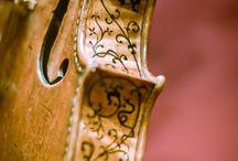 Instrumentos de cuerda / Ibamos a poner la onomatopeya de los instrumentos de cuerda pero ¿como escribir un sonido tan lindo?