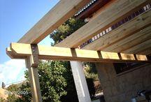 Tarima en piscina y pérgola de madera en Castelldefels
