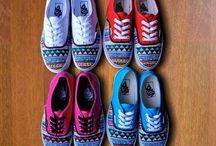Sepatu Tribal