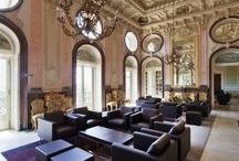 """Historische Hotels - lastminute.de / Mit einer Hotelübernachtung geht man zwar nicht in die Weltgeschichte ein - man kann aber in historischen Hotels übernachten und so zu seinen eigenen Reisegeschichten einen spannenden Beitrag leisten. Stellen Sie sich einfach vor, Sie erzählen von Ihrem Urlaub und erwähnen ganz nebenbei, """"in meinem Hotel fand übrigens die erste Oscar-Verleihung statt"""" oder """"Oscar Wilde wurde in meinem Hotel verhaftet""""."""