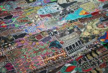 TheShantiHome Patchwork bedspreads and throws / Patchwork beadspreads - Quilts are made out of vintage saree fabrics to a beautifull piece of art, made in Rajastan, India Patchwork decken werden in Rajastan aus Vintag Saree Stoffen hergestellt. Jeder Bettüberwurf ist ein kleines Wunderwerk