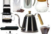 Kaffeudstyr / Det er vigtigt med det rigtige udstyr til at fremstille en god kop kaffe. Der er enormt meget godt udstyr til kaffebrygning, her er et lille udvalg.