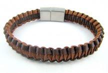 Bracelets plats de cuir tressé, collection Conquest