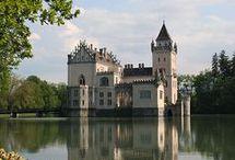 castles / palaces / chateaux
