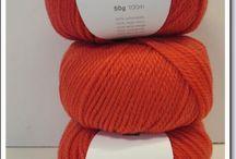 Merinowol : www.atelierkleurrijkvilt.nl   / Prachtige zachte merino wol in vele mooie tinten . Breien haken op nld 5 .  Superwash