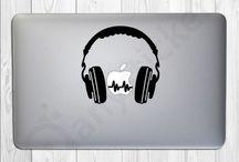 Αυτοκόλλητα για το MacBook / Απίθανα αυτοκόλλητα για το αγαπημένο σας Macbook. Βρείτε τα πιο πρωτότυπα αυτοκόλλητα σε διάφορα χρώματα για να κάνετε το Macbook σας ξεχωριστό σε χαμηλές τιμές. Κατάλληλα για όλα τα μοντέλα Macbook και Macbook Air. Είναι το μήλο που κάνει την διαφορά!