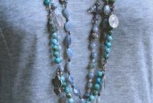 Řetízky, perly, minerály, kůže, kov....