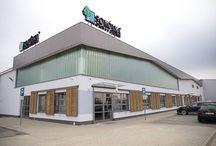Nowy salon w Sokółce! / Zapraszamy do naszego nowego salonu w Sokółce, który wyznacza na Podlasiu nowoczesne standardy obsługi klienta i ekspozycji. Ze względu na lokalizację blisko wschodniej granicy Polski odwiedza nas również wielu klientów z Litwy i Białorusi.  SOKÓŁKA ul. Lotników Lewoniewskich 1  kom.: +48 691 990 189  tel.: +48 85 722 02 09  sokolka@sokolka.com.pl Zapraszamy! :)