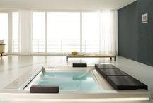 Jacuzzi/whirlpool bath
