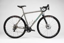 Gravel bikes / Allroad / Bikes for comfortably riding long distances on all types off (non-)pavement.