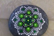 pierres décorées