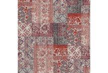 Desso / Desso is een tapijtenfabrikant van eigen bodem. De collectie van het Nederlandse Desso bestaat uit drie verschillende merken die ieder een eigen stijl hanteren. Bij Flinders kun je terecht voor de vloerkleden uit zowel de Bonaparte collectie als die uit de Desso collectie. Dit zorgt voor een bijzondere mix van prints en materialen. Zoek jij een vloerkleed dat juist in een romantisch of landelijk interieur tot zijn recht komt? Ook daarvoor heeft Desso geschikte tapijten. Kijk maar mee!