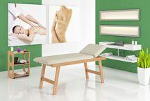 Linea Medicale: Lettino Medical / Realizzato in legno massello di faggio in color naturale con cuscineria in color Beige.