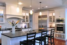 black and white kitchen / kitchen