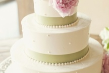 Wedding Cake Pictures / Get some wedding cake inspiration from these gorgeous wedding cake pictures!