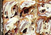 Breakfast Buns & Sweet Rolls / Ob Cinnamon Buns, Sticky Buns oder Breakfast Rolls - es gibt unheimlich viele tolle Rezeptideen für amerikanisches Hefe-Frühstücksgebäck! Auf dieser Pinnwand sammle ich die besten Rezepte! #cinnamonbun #breakfastroll #buns #rolls #breakfast
