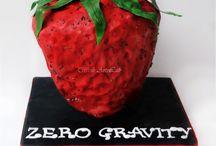 Zero Gravity / Zero Gravity , strawberry birthday cake for a fan of  Lorenzo Fragola