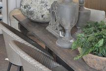 Hoffz / Hoffz Interieur sobere landelijke stijl. Hoffz Interieur combineert mooie oude vondsten met karaktervolle, eigen ontwerpen. De handgemaakte meubels en woonaccessoires zijn stoer met sleets effect, maar hebben tegelijkertijd zachte rondingen.