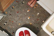Vloertegels krakelingen / Deze kleine vloertegels in diabolovorm werden ontwikkeld na de Eerste Wereldoorlog. Ze zijn met name toegepast in art deco en Amsterdamse school interieurs. Met deze tegels geeft u uw interieur een bijzondere uitstraling. In een jaren '30 woning of een modern interieur. Albarello kan speciaal op maat kleuren ontwikkelen.