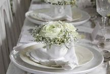 White On White Table Settings / Beautiful, sophisticated and timeless table decor in white tones.