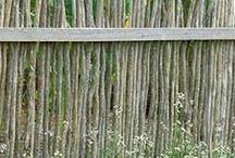 Hedges and fences / Hedges and fences. Häckar och staket.