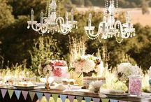 Decoración con candelabros / Le darás un toque súper elegante a tu boda, decorando con candelabros el recinto.