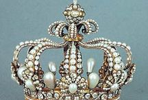 Crowns and Tiaras / by DIVA John