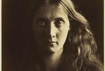 Julia Margaret Cameron portrait / Portrait