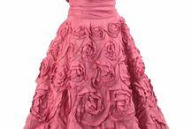 abiti corti / a chi li interessa di comprare qualche vestito corto trova tutto qui come da pensare e dopo lo compra in un negozio di vestiti