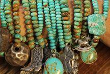 Colliers,bracelets.bijoux. / Colliers ,bracelets.