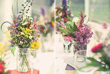 Wedding Flower Ideas / Wedding flowers, trends, ideas, colour schemes and inspiring centre pieces.