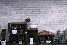 pomysł na drewniane skrzynie z kwiatami