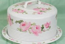 Cake plates and carriers