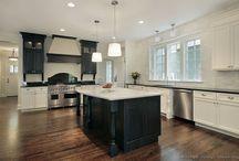 Black and white kitchen / by Roxanne Becker