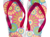 Soles Flip-Flops by Del Sol / Soles flip-flops change color with sunlight and then return to their original color without sunlight.