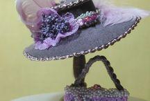 Miniatyrer kläder hattar skor