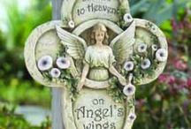 Memorial Angels / Memorial angels make the perfect sympathy gift because of the peace and strength they can provide for any type of loss, including the loss of father or loss of mother.  When you do not know what to say or do, let a memorial angel express your sympathy.