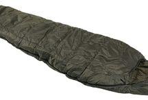 Schlafsäcke und Zelte