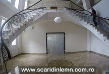Mana curenta continua din lemn masiv curbat, pe scara interioara dubla (www.scaridinlemn.com.ro)