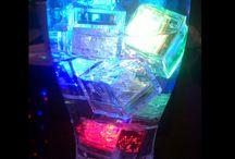 PRODUCTOS LED / Los productos LED cada día tienen más peso en fiestas en discotecas o salas de eventos. Una fiesta luminosa atrae a muchas personas por complementos como las pulseras LED o los light finger.