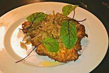 Lunch Dnia / Polski lunch w Restauracji Bazar1838 Tylko 24 zł  Danie pierwsze: domowa zupa ogórkowa  Danie drugie: kotlet schabowy w panierce z ziemniaków podany z zasmażaną kapustą