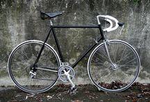 My vintage bikes / Moje retro kola / www.facebook.com/krasnaretrokola  Snažím se všechna tato krásná kola přivést znovu k životu, aby se mohla prohánět po městě jako za mlada. Ctím jejich původní podobu a design.