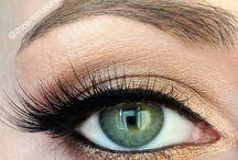 Make-up / by Elizabeth Bousquet