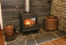 Cottages with cosy fires / Cosy up this Autumn & Winter in a cottage with a log burner or fireplace.