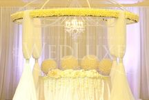 Wedding - Sweetheart Table / Bride and Groom's table at the reception