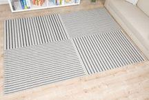 Achten Sie auf Ihre Linie? / Ob ein gerades Lienienmuster oder wellenfärmige Linien, auf einem Teppich werden diese zum echten Hingucker.  Genau wie auf Bettwäsche, Wänden und Co