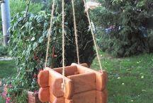 Donice drewniane / Bardzo wytrzymałe donice wykonane z drewna sosnowego lub olchowego, zaimpregnowane i zabezpieczone przed wszelkimi warunkami atmosferycznymi.